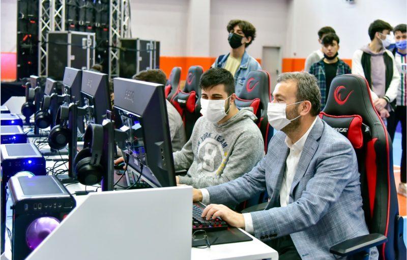 Counter-Strike turnuvası başladı