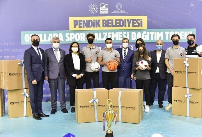 Pendik Okullarına Spor Malzemesi Dağıtım Töreni Düzenlendi.